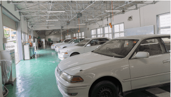 自動車整備実習場の写真